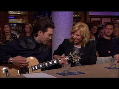 Waylons verrassing voor Claudia - RTL LATE NIGHT