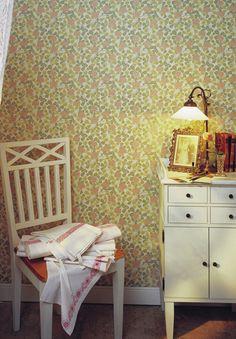Traditional Home - - Clover Modern Wallpaper, Cool Wallpaper, Wallpaper Ideas, Traditional House, Hygge, Decor Styles, Corner Desk, Sweet Home, Room