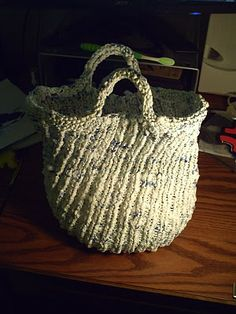I love this plarn bag.  Did I mention that I'm semi-obsessed with plarn?