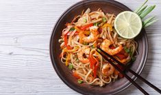 Are you crazy about Thai cuisine or simply want to impress your friends? Bring Thailand to your kitchen with this easy-to-make Pad Thai recipe. Thai Recipes, Shrimp Recipes, Healthy Recipes, Thai Cooking, Easy Cooking, Cooking Chef, Huhot Recipe, Noodle Bar, Spicy Shrimp