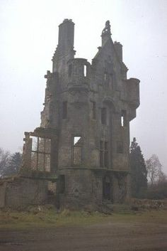 Ghosties Here.Craigends House - It was a nineteenth century Scottish Baronial mansion designed by the renowned architect David Bryce Beautiful Ruins, Beautiful Buildings, Beautiful Places, Spooky Places, Haunted Places, Old Mansions, Abandoned Mansions, Old Buildings, Abandoned Buildings