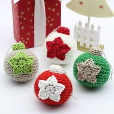 These adorable crocheted Christmas baubles make a great addition and adds a personal touch to your Christmas tree. Free pattern available. Thanks so xox ☆ ★ https://uk.pinterest.com/peacefuldoves/