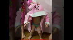 Малышка-крутышка пляшет в халате зайки!