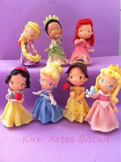 Of The Cake Princesses Disney - Clay princesses - Fimo Disney, Polymer Clay Disney, Polymer Clay Figures, Cute Polymer Clay, Cute Clay, Polymer Clay Dolls, Polymer Clay Crafts, Fondant Figures Tutorial, Fondant Toppers
