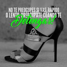 Pídele a Dios que Guíe tus pasos, solamente si estás dispuesta a mover tus pies!!!   -WV-  Síguenos por Instagram @exitoentaconeswv   #exitoentacones #frase #motivacion #dequeestashecha #exito #mujerimparable #liderazgofemenino #ConstruyendounImperio #Inquebrantable #Imparable