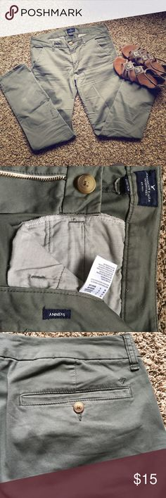 American Eagle Skinny Trousers 👖 Olive green American Eagle skinny pants. Size 12, with stretch. 97% cotton, 3% elastane. Button pockets on backside. American Eagle Outfitters Pants Skinny