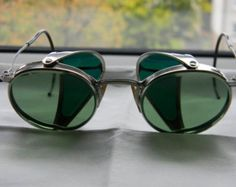 Rare True Vintage,Matsuda A.O. Ful-Vue 23 safety, motorcycle googles. Round Green Lenses, and green Plastic Sides1940s ww2. Made in USA.