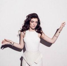 Lorde's MAC Collab Sneak Peek! http://thedailymark.com.au/beauty/makeup/lordes-mac-collab-sneak-peek