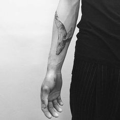 Tatuaje de una ballena situado en el antebrazo derecho. Artista tatuador: Hongdam