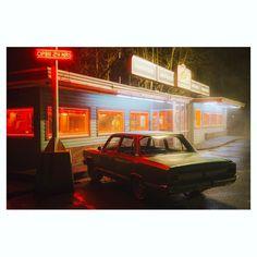 town at night aesthetic - town at night town at night aesthetic town at night art Diner Aesthetic, Night Aesthetic, Night Photography, Street Photography, Verona, Riverdale Aesthetic, Jm Barrie, The Wombats, Vw T