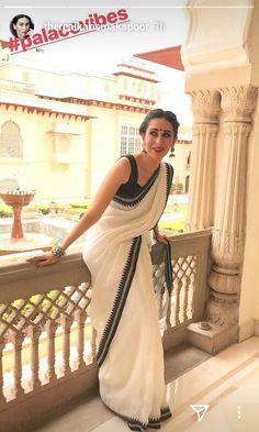 Queen Karisma Kapoor, Celebs, Celebrities, Beautiful Saree, Navel, Sarees, Celebrity Style, Sisters, Designers