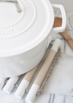 simple painted wooden dowel trivet tutorial