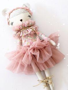 Handmade Dolls Patterns, Handmade Toys, Doll Patterns, Cat Doll, Cute Toys, Fairy Dolls, Doll Face, Craft Fairs, Doll Clothes