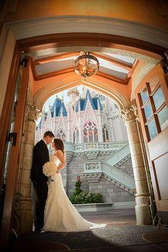 カリフォルニアのディズニーランドで大好きなミッキーたちに囲まれて♡アメリカでの結婚式一覧♡ウェディング・ブライダルの参考に♪