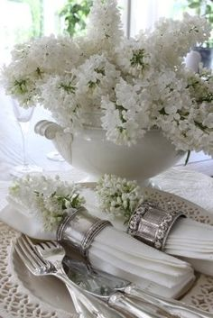 Great table scape of white ironstone, vintage silver and white lilacs. White Flowers, Beautiful Flowers, Silver Flowers, Beautiful Life, Beautiful Table Settings, Deco Floral, White Cottage, Wedding Decor, Wedding Table