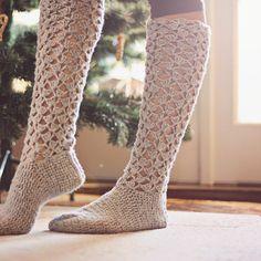 Ravelry: Crochet Christmas Morning Socks pattern by Mon Petit Violon Crochet Boots, Crochet Slippers, Crochet Yarn, Crochet Clothes, Ravelry Crochet, Knit Lace, Crochet Projects, Knitting Projects, Sport Weight Yarn