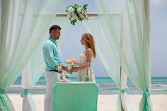 Свадьба в Доминикане: мятная арка.