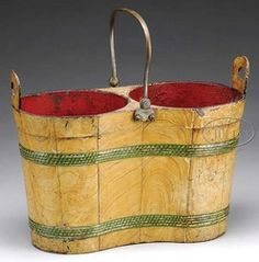 Toleware double bottle carrier, second half 19th century, in the form of a wooden stave bucket Wooden Crates, Wooden Basket, Painted Trays, Curiosity Shop, Bottle Carrier, Primitive Antiques, Tole Painting, Vintage Country, Decorative Objects