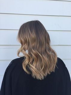 Long Wavy Ash-Brown Balayage - 20 Light Brown Hair Color Ideas for Your New Look - The Trending Hairstyle Best Ombre Hair, Brown Ombre Hair, Ombre Hair Color, Brown Hair Colors, Hair Highlights, Caramel Highlights, Fall Hair, Balayage Hair, Hair Looks