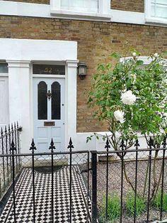 London Garden Design - Page 9 of 36 - Garden Design Victorian Front Garden, Victorian Gardens, Victorian Terrace, Victorian Homes, Front Path, Front Gardens, London Garden, English House, Front Entrances