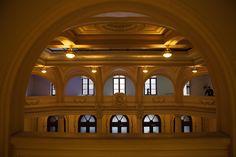 Arquitetura e luz no Museu do Café.