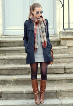 Gray dress checkered scarf navy blue coat transparent tights for . - Gray dress checkered scarf navy blue coat transparent tights to combine different colors - Winter Dress Outfits, Fall Winter Outfits, Fall Dresses, Dress Winter, Winter Tights, Winter Boots, Winter Snow, Brown Boots Outfit Winter, Snow Boots