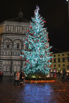 "A very Happy Holiday Season and Thank You to all my wonderful ""All Things Italian"" Followers ~ Cinda   (Christmas tree in Piazza del Duomo, Florence, Italy)"