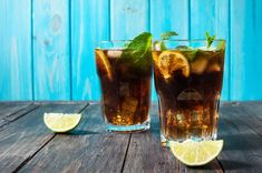 Drinki z rumem - nie tylko Cuba libre i mojito. Cuba Libre Recipe, Polish Recipes, Polish Food, Blue Curacao, Daiquiri, Bacardi, Mojito, Pint Glass, Rum