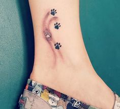 The web's most awesome paw print tattoos on foot. Small Dog Tattoos, Hidden Tattoos, Tattoos For Women Small, Foot Tattoos, Body Art Tattoos, Tattoos To Cover Scars, Cover Tattoo, Music Tattoo Designs, Best Tattoo Designs