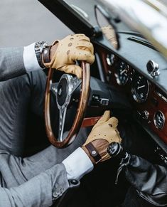 Class is never outdated. Driving gloves with Classic dashboard Leather Driving Gloves, Leather Gloves, Leather Men, Leather Belts, Gentleman Mode, Gentleman Style, Rolex, Richard Madden, Style Casual