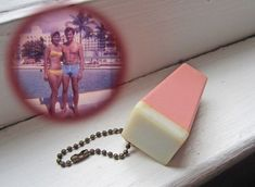 Keychain picture viewer, couple in bathing suits, or vintage Miami Beach vacation souvenir, pink plastic Oldies But Goodies, 90s Childhood, My Childhood Memories, Childhood Games, School Memories, 80s Kids, Pink Plastic, Ol Days, Do You Remember