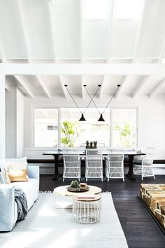 Beach house decor, living room white и house, home magazine. Coastal Living Rooms, Living Room Decor, Dining Room, Decor Room, Living Area, Dining Table, Wall Decor, Style At Home, Black And White Living Room