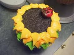 sunflower cupcake....to go with the cake! :-)
