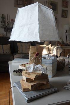 lampada con libri vecchi