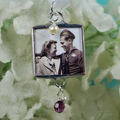 wedding bouquet photo charm a must have to include those who are no longer here #DBBridalStyle