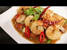 Tamarind shrimp: shrimp with sweet and sour tamarind sauce topped with fried shallots. Recipe from Pailin Chongchitnant of Hot Thai Kitchen! Thai Shrimp Curry, Tamarind Sauce, Prawn Recipes, Seafood Recipes, Asian Recipes, Cooking Recipes, Small Food Processor, Food Processor Recipes, Asia