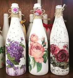 Resultado de imagen para how to fabric decoupage wine bottle Recycled Glass Bottles, Glass Bottle Crafts, Wine Bottle Art, Painted Wine Bottles, Diy Bottle, Vintage Bottles, Decoupage Jars, Bottle Painting, Mason Jar Crafts
