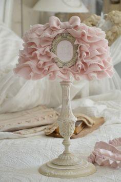 Abat jour froufrou abat jour shabby chic romantic lampshade abat jour romantique en lin rose poudré froufrou noeud monogramme broderie machine ornement résine patiné lin pied de lampe
