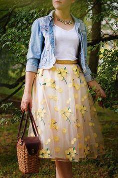 Applicaties taille rok bodems, tule rok, rok outfits zomer in 2020 Casual Skirt Outfits, Casual Skirts, Dress Outfits, Summer Skirt Outfits, Skirt Outfits Modest, Girly Outfits, Look Fashion, Skirt Fashion, Fashion Outfits