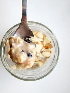 The Oatmeal Artist: Almond Berry Overnight Oatmeal. Overnight oats are super easy! I just shook 1/2 c almond milk with 1/2 c oats and a touch of almond extract (not needed) in a mason jar and refrigerated it overnight. In the morning I added pitted cherries- delish!