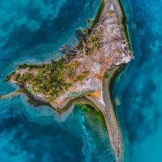 "Little close of of this cool ""bat""looking island. Photo @artbyart_la . . . #drones #dronephotography #dronesaregood #djiglobal #djiphantom #fromwhereidrone #droneoftheday #ladronephotos #dronebois #doyouevendrone #aerialphotography #jicreator #drone #dron"