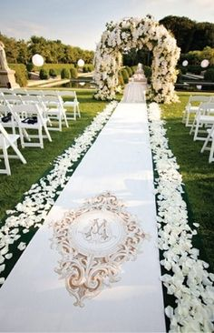 Gorgeous runner by Original Wedding Runners