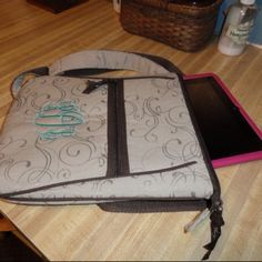 Thirty-One organizing shoulder bag... A great hands free purse! And it fits an iPad!