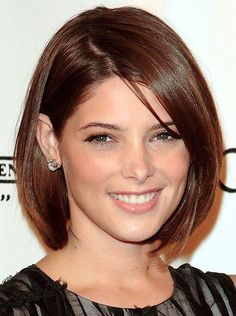 Not shoulder length not chin lenth. Love the cut and the colour of this