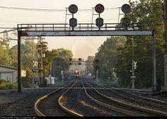 Net Photo: NS 9445 Norfolk Southern GE (Dash at Mansfield, Ohio by Andy Leffler Mansfield Ohio, Southern Railways, Pennsylvania Railroad, Norfolk Southern, Nyc Subway, Train Tracks, Railroad Tracks, Trains, Career