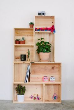 Ideas for diy box shelves tutorials Wooden Crate Furniture, Wooden Crates, Wooden Diy, Wooden Boxes, Diy Furniture, Wooden Box Shelves, Wine Crates, Bedroom Furniture, Furniture Design