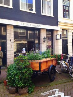 Places To Be: Lavinia Good Food op de Kerkstraat 176 Amsterdam Shop Fronts, Amsterdam, Healthy Lifestyle, Healthy Living, Clean Eating, Easy Meals, Good Food, Shops, Restaurant