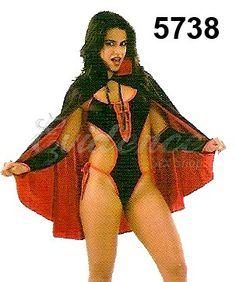 Fantasia Vampira com capa