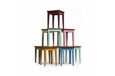 http://www.stilelemente.net/welcome/ Klassische Hocker mit Griffloch und Sitzplatte aus alten Dielen, gestrichen mit reinen Leinölfarben