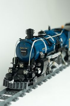 [MOC] Sapphire Eagle, my first steam loco